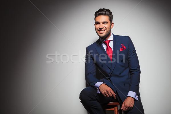 Vista lateral sorridente cavalheiro sessão cadeira estúdio Foto stock © feedough