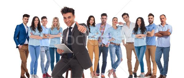 ülő üzletember csoportvezető tabletta ok felirat Stock fotó © feedough