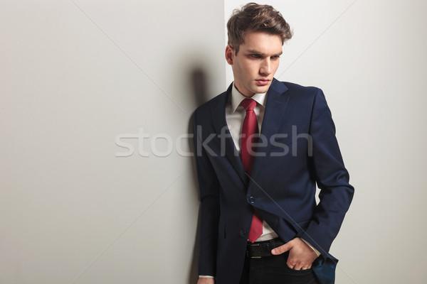 Pensativo jóvenes hombre de negocios mirando hacia abajo mano Foto stock © feedough