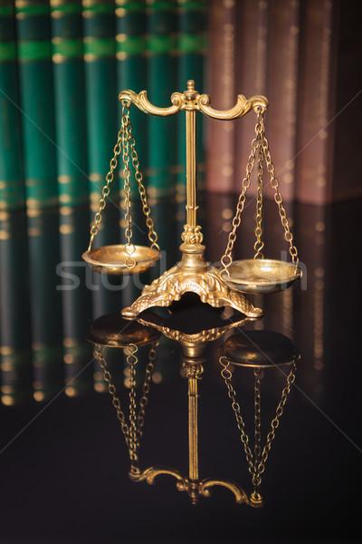 Dourado balança livros símbolo lei Foto stock © feedough