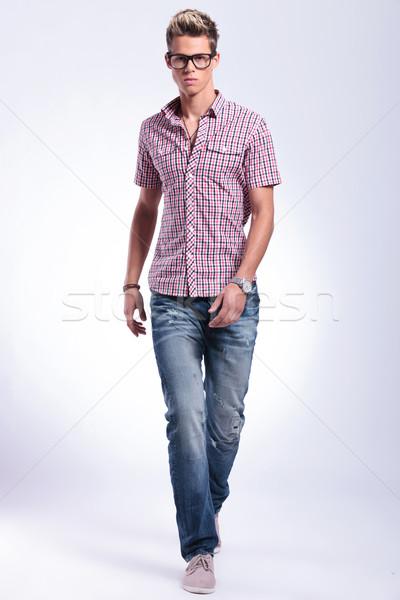 Stock foto: Mann · vorwärts · junger · Mann · Fuß · Richtung