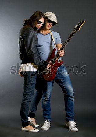 Felice senior chitarrista giocare chitarra elettrica Foto d'archivio © feedough