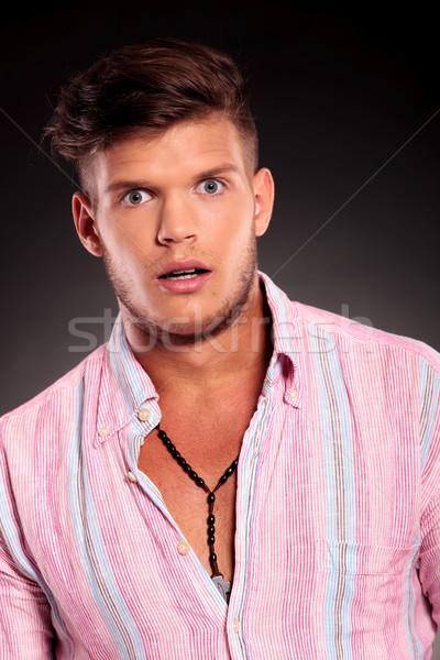 Poseren verwonderd naar portret jonge toevallig Stockfoto © feedough