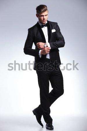 Elegante jonge mode man smoking Stockfoto © feedough