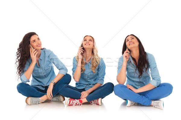 üç gündelik kadın konuşma telefon aramak Stok fotoğraf © feedough