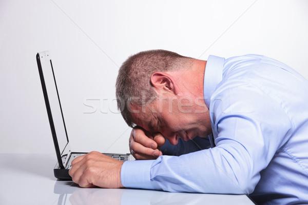 Vecchio uomo d'affari dormire laptop vista laterale senior Foto d'archivio © feedough