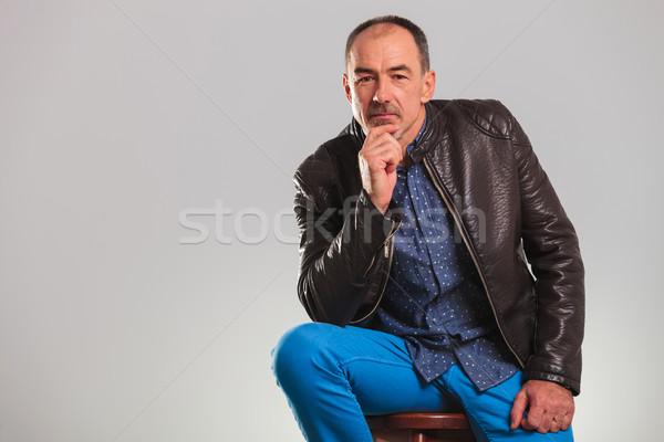 Velho jaqueta de couro pensando estúdio cópia espaço mãos Foto stock © feedough