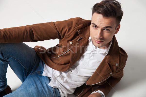 Mosolyog fiatal lezser férfi hazugságok lefelé Stock fotó © feedough