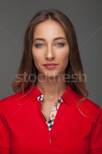 Portrait rouge polo gris femme Photo stock © feedough