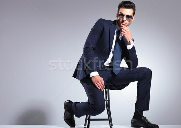 краю фото посола сидя в штанах ходе