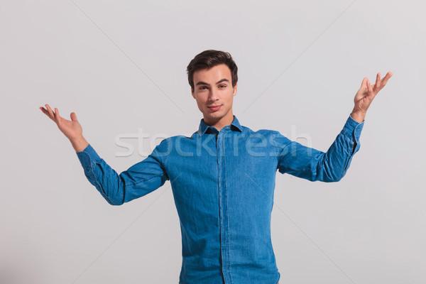 ストックフォト: カジュアル · 若い男 · グレー · 笑顔 · 男 · 壁