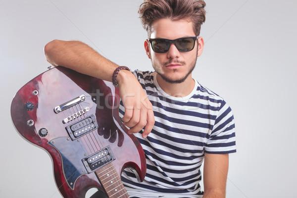 Biegun stanowią gitara elektryczna studio portret Zdjęcia stock © feedough