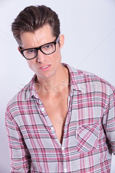 Casual hombre primer plano joven mirando Foto stock © feedough