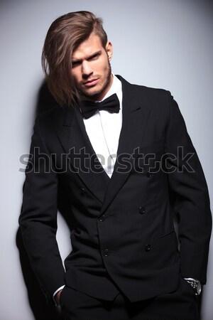 Przystojny młodych człowiek biznesu patrząc w dół zarówno Zdjęcia stock © feedough