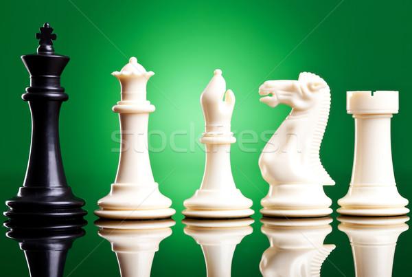 Fekete király fehér sakkfigurák zöld sport Stock fotó © feedough