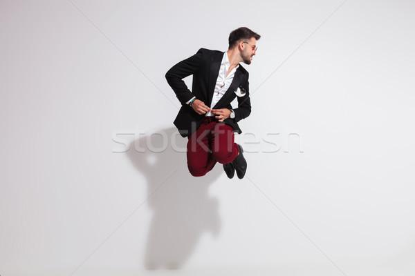 Engraçado cavalheiro saltando terno olhando lado Foto stock © feedough