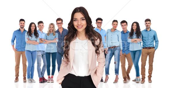 Jóvenes mujer de negocios líder relajante casual equipo Foto stock © feedough