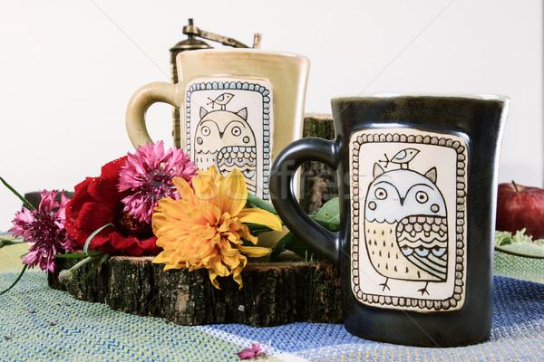 Hagyományos rajzolt csészék tea kávé dohányzóasztal Stock fotó © feelphotoart