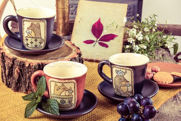Három üres csészék tea retro fa asztal Stock fotó © feelphotoart