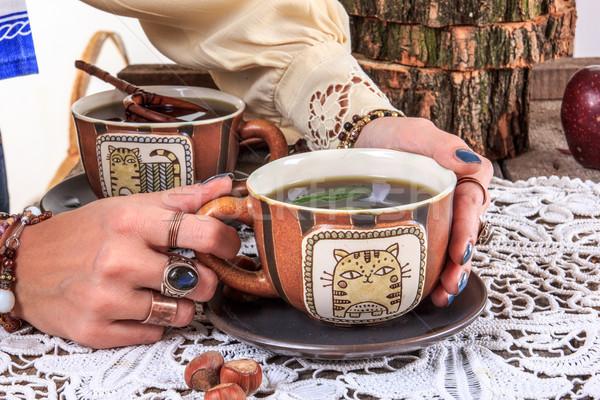 Lány tart csésze tea fa asztal forró Stock fotó © feelphotoart