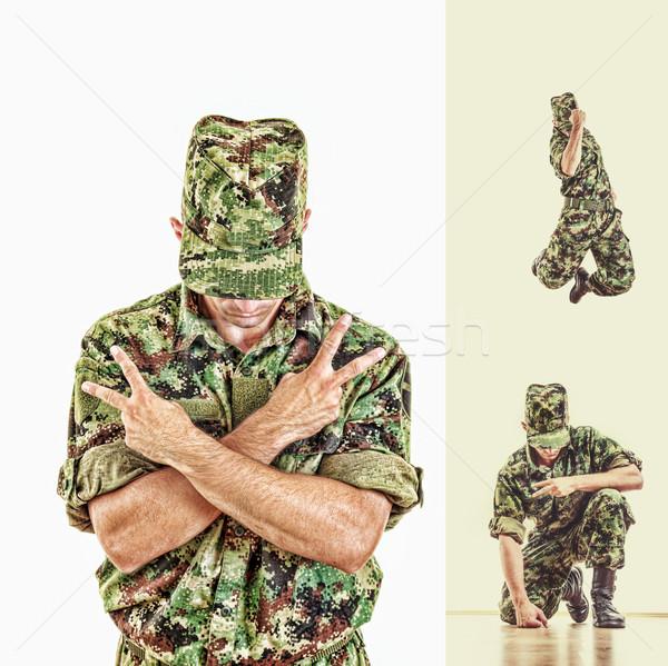 Soldado oculto cara verde uniforme Foto stock © feelphotoart