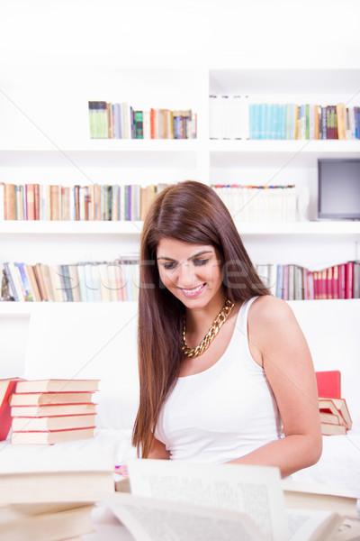 Belo bibliotecário menina leitura livros sorridente Foto stock © feelphotoart