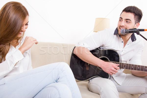 Jóképű férfi játszik gitár lány énekel aranyos Stock fotó © feelphotoart