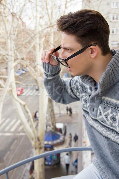 Meglepődött férfi szemüveg csésze kávé kéz Stock fotó © feelphotoart
