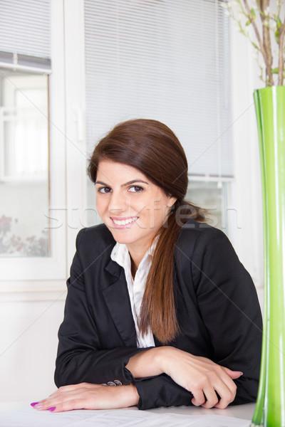üzletasszony mosolyog otthon ül öltöny iroda Stock fotó © feelphotoart