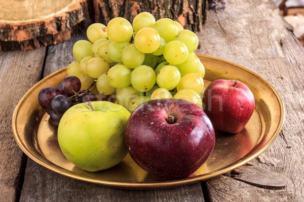 Friss almák szőlő arany tányér fából készült Stock fotó © feelphotoart