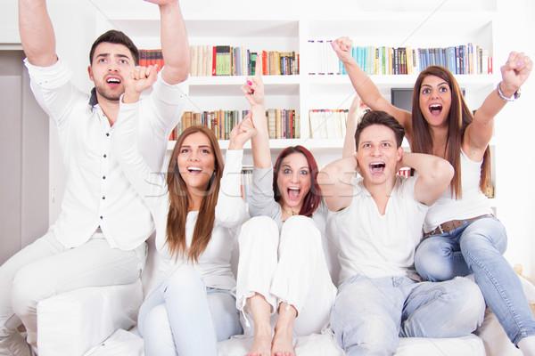 друзей смотрят телевизор возбужденный Сток-фото © feelphotoart