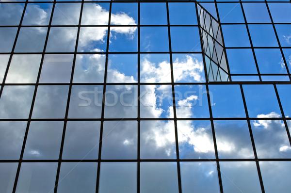 üveg irodaház modern felhők égbolt tükröződések Stock fotó © FER737NG