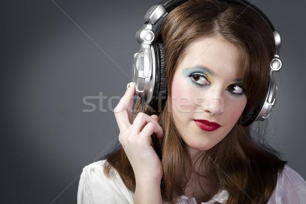 Jeune femme écouter de la musique belle fille écouter musique gris Photo stock © Fernando_Cortes