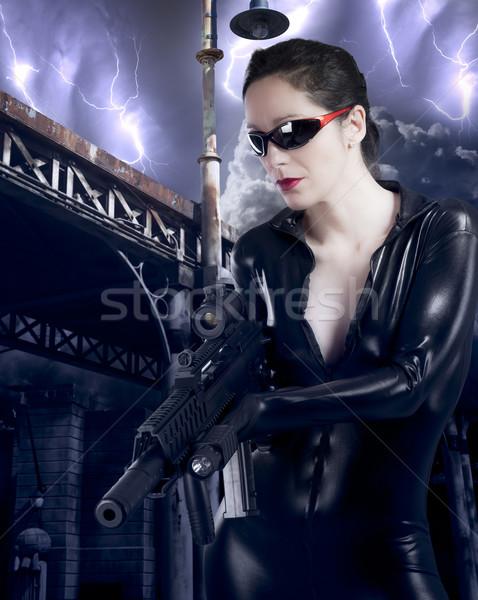 Jovem metralhadora bandido mulher moda Foto stock © Fernando_Cortes