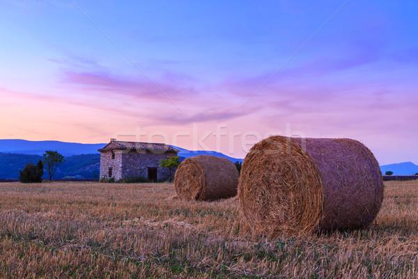 Naplemente farm mező széna égbolt napfelkelte Stock fotó © Fesus