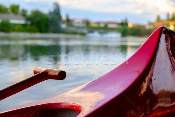 Vermelho canoa praia rio danúbio Hungria Foto stock © Fesus