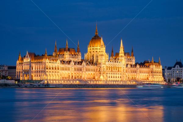 Húngaro parlamento edifício noite Budapeste Hungria Foto stock © Fesus