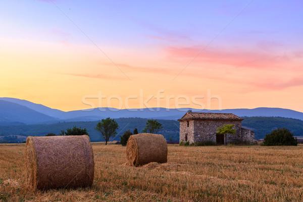 Naplemente farm mező széna égbolt tájkép Stock fotó © Fesus