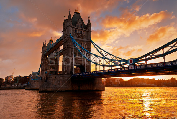 Tower Bridge Londres inglaterra manhã nascer do sol foto Foto stock © Fesus