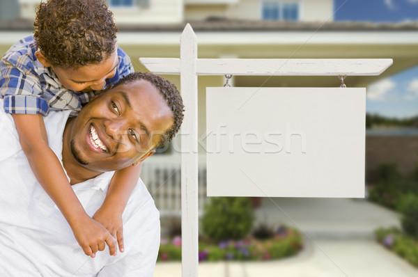 Afro-amerikaanse vader halfbloed zoon onroerend teken Stockfoto © feverpitch