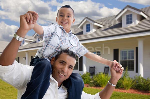 Hispanic отцом сына дома красивой семьи Сток-фото © feverpitch