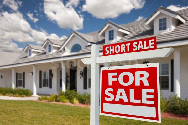 ストックフォト: 短い · 販売 · 不動産 · にログイン · 家 · 右