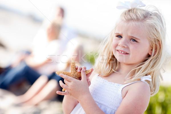 Zdjęcia stock: Godny · podziwu · mały · dziewczyna · Rozgwiazda · plaży