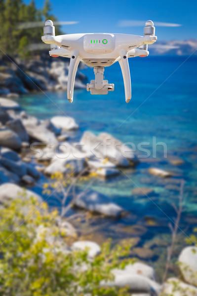 De volta aeronave voador acima lago céu Foto stock © feverpitch