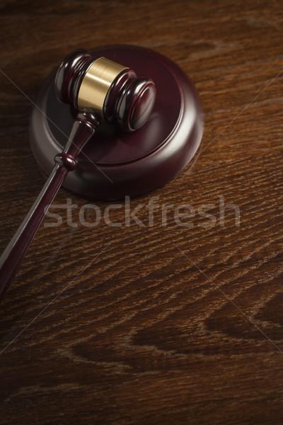 ストックフォト: 木製 · 小槌 · 抽象的な · 表 · 暗い · ルーム