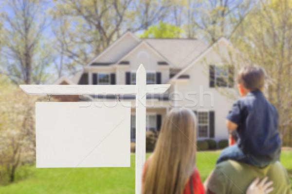 Stockfoto: Familie · onroerend · teken · huis · halfbloed · jonge