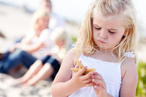 Photo stock: Adorable · peu · fille · starfish · plage