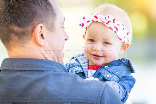 Jonge kaukasisch vader park meisje Stockfoto © feverpitch