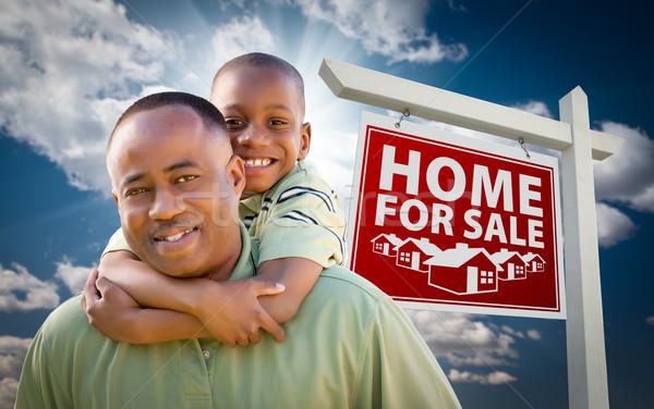 Stockfoto: Afro-amerikaanse · vader · zoon · onroerend · teken · gelukkig · home