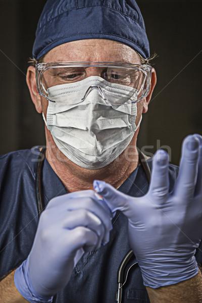 Vastbesloten naar arts verpleegkundige dragen mannelijke arts Stockfoto © feverpitch